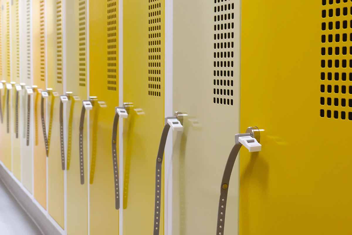 Garderobenschrank Stahlspind